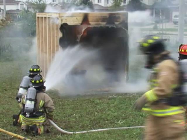 Video: Démonstration de système de gicleurs par Co-operators et Guelph Emergency Services.