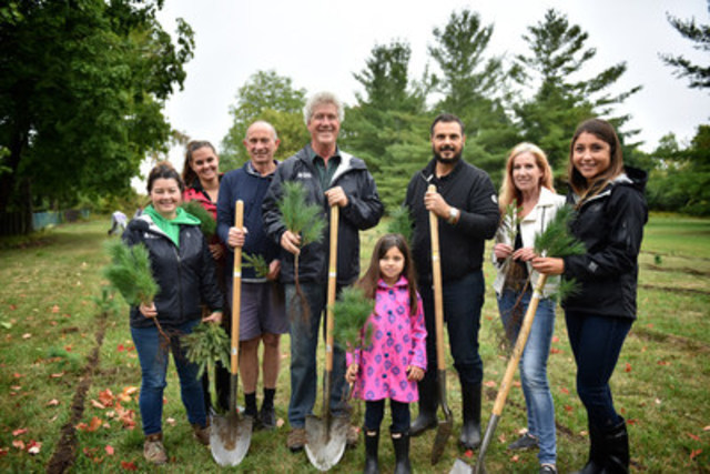 GreenLife Del Ridge Homes, Forests Ontario, City of Markham, Toronto and Region Conservation Authority and 45 community volunteers combined efforts to plant 1800 trees at Milne Dam Conservation Park. (CNW Group/Forests Ontario)
