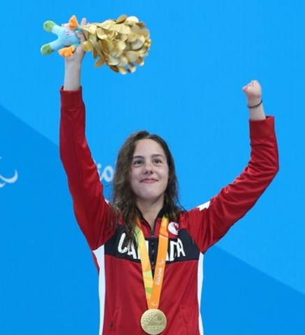 Aurélie Rivard receives her first gold medal of the Games (CNW Group/Canadian Paralympic Committee (CPC))
