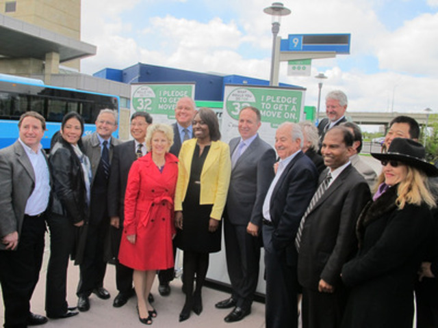 """CivicAction CEO Mitzie Hunter and York Region elected officials at Your32 """"Pledge to Get a Move On"""" signing, Richmond Hill Centre terminal (CNW Group/CivicAction)"""