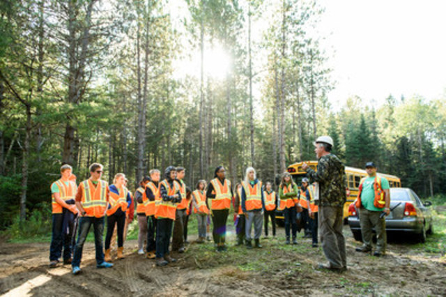 Students at Forestry Connects in Renfrew County learn about forestry firsthand from resource professionals. (CNW Group/Forests Ontario)