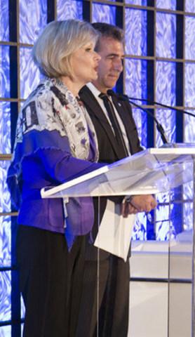 La ministre du Tourisme, Julie Boulet, et le député de Jean-Lesage, André Drolet, lors du 21e anniversaire du Cercle des ambassadeurs de Québec (Groupe CNW/Société du Centre des congrès de Québec)