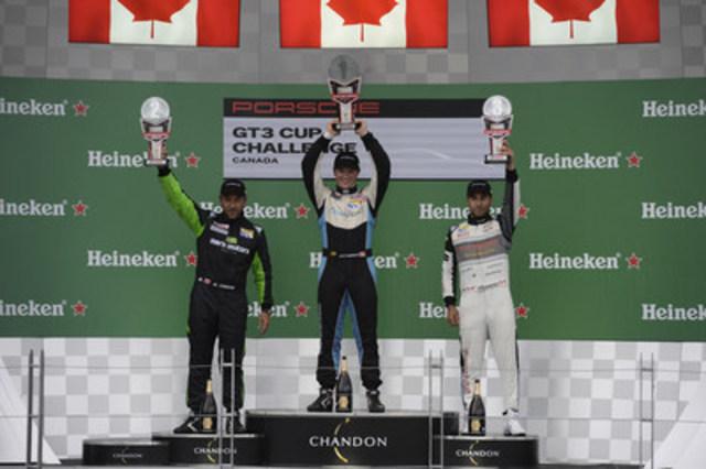 Sur le podium: Scott Hargrove, Marco Cirone, et Daniel Morad se placent premier, deuxième, et troisième respectivement lors de la quatrième course de la série Porsche GT3 Cup Challenge Canada de Yokohama 2016 sur le circuit Gilles-Villeneuve à Montréal le 12 juin 2016. (Groupe CNW/Automobiles Porsche Canada)