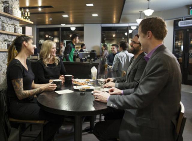 Starbucks Canada accueille les clients pour une expérience exceptionnelle en soirée. (Groupe CNW/Starbucks Coffee Canada)