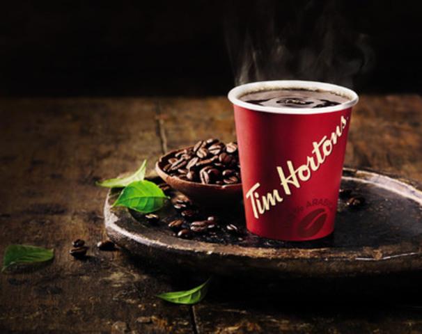 Tim Hortons lance son tout premier café d'une seule origine en édition limitée  - Le café colombien les trois sommets - dans cinq marchés tests à l'échelle du Canada. Le café colombien les trois sommets est offert à compter du 1er avril, durant huit semaines, en la région d'Abitibi, au Québec, à Saint John et Moncton, au Nouveau Brunswick et à Sudbury et North Bay, en Ontario (Groupe CNW/Tim Hortons)