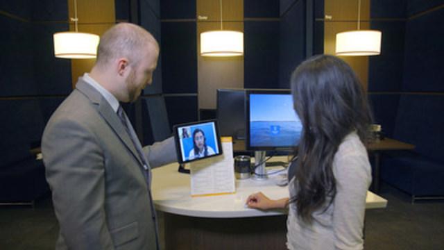 L'interprétation multilingue en temps réel – y compris de la langue des signes américaine – constitue une première en matière de service de vidéocommunication bidirectionnelle offert aux clients par une institution financière nord-américaine. (Groupe CNW/RBC Groupe Financier)