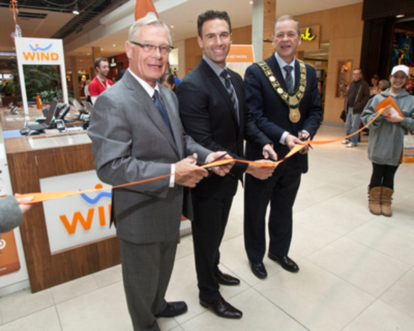 Anthony Lacavera, Niagara Native and CEO of WIND Mobile is joined by Mayor Brian McMullan, of St. Catherines and Mayor Barry Sharpe, of Welland, for the launch of WIND Mobile in the Niagara Region. (CNW Group/WIND Mobile)