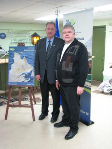 De gauche à droite : Monsieur le maire de Chapais Steve Gamache et le ministre de l'Agriculture, des Pêches et de l'Alimentation et ministre responsable du Nord du Québec Pierre Corbeil. (Groupe CNW/Ville de Chapais)