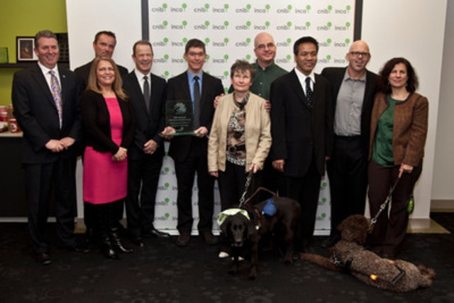 Le prix d'excellence en technologie accessible d'INCA remis à HumanWare (Groupe CNW/INCA)