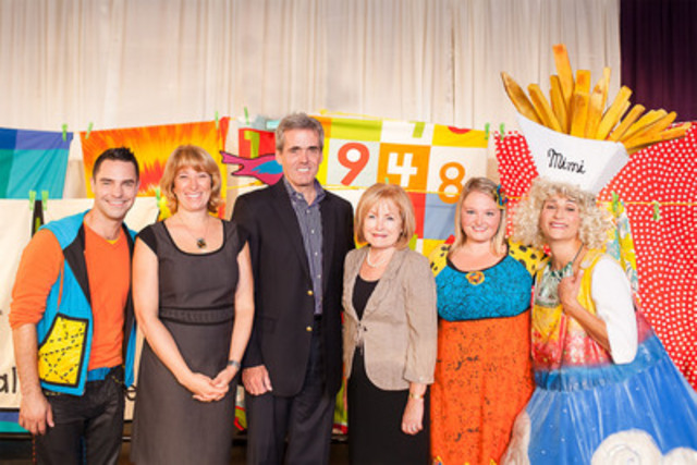 Left to right: Louis of Mini TFO; the Honourable Laurel Broten, Minister of Education; Glenn O'Farrell, President and Chief Executive Officer, Groupe Média TFO; the Honourable Madeleine Meilleur, Minister Responsible for Francophone Affairs; Josée of Mini TFO; and La Diva Malbouffa (Nathalie Choquette). (CNW Group/GroupeMédia TFO)