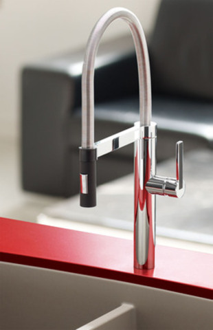 The award-winning BLANCO CULINA faucet is available in chrome or stainless steel finish with contrasting black accents on the hand-spray and handle. (CNW Group/BLANCO Canada Inc.)