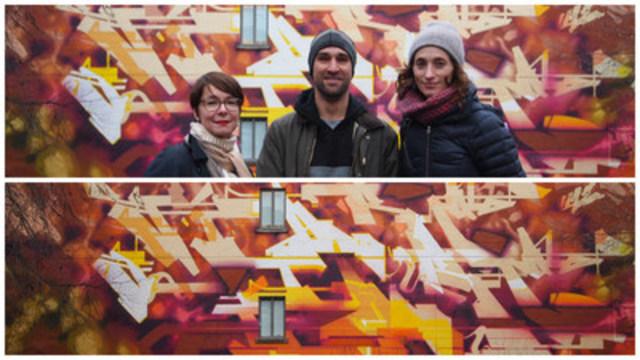 Murale de Stare au 5700, boul. St-Laurent avec Marie Plourde à gauche, l'artiste et Marianne Giguère. (Groupe CNW/Ville de Montréal - Arrondissement du Plateau-Mont-Royal)