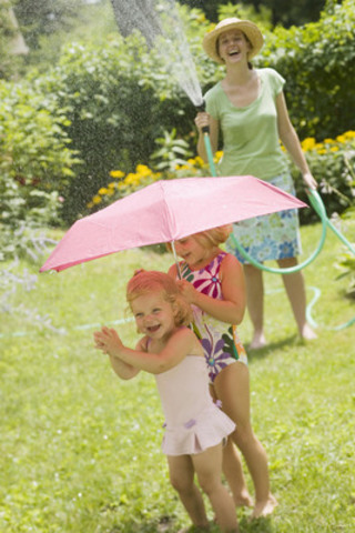 Keep your child in the shade or protected from the sun by wearing a wide-brimmed, breathable hat or shade them with an umbrella. (CNW Group/Health Canada)