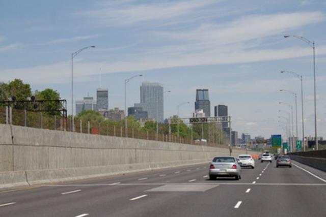 L'autoroute 20 est le principal corridor d'entrée de Montréal pour les voyageurs internationaux.. (Groupe CNW/UNIVERSITE DE MONTREAL)