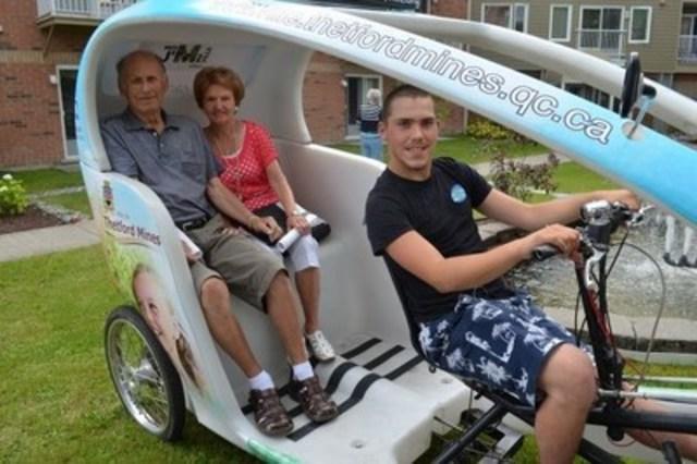 Un des triporteurs qui sera disponible prochainement dans une des villes participantes, afin d''offrir aux personnes aînées des balades utilitaires ou de plaisances gratuites. (Groupe CNW/Un vélo une ville)