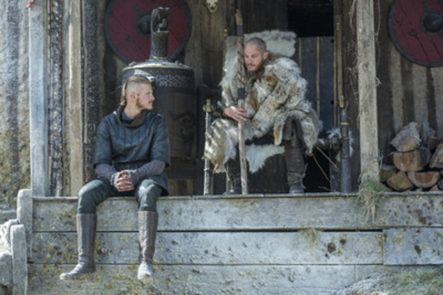 (From L to R) Alexander Ludwig and Travis Fimmel in the new season of HISTORY's Vikings, premiering February 18th at 10pm ET/PT. (CNW Group/HISTORY)