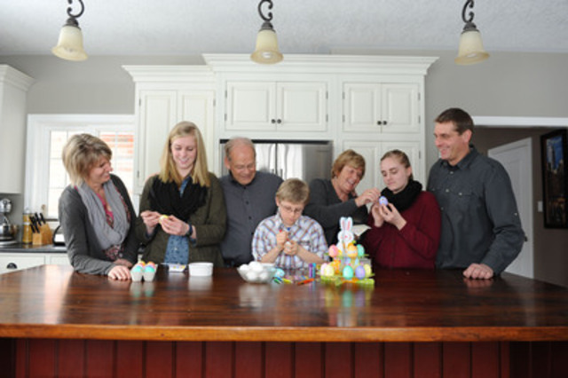 Three generations of an Ontario egg farm family - the Eisses and Wohlgemuths - take a crack at Easter egg decorating. Decorate your own egg at eggsfactor.ca and support Breakfast Clubs of Canada. (CNW Group/Egg Farmers of Ontario)