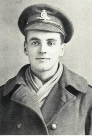 Sur les huit hommes énumérés, tous ont survécu sauf un - Bernard Stuart Anderson, tué au combat le 26 août 1917 à l'âge de 21 ans. Photo courtoisie d''Archives CIBC (Groupe CNW/Banque CIBC)