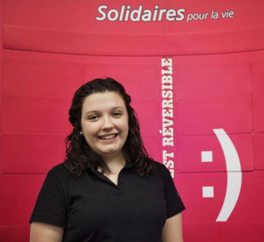 Maude Gauthier, une étudiante de l'École secondaire Cavelier-De LaSalle, a livré un vibrant témoignage sur l'impact du programme Solidaires pour la vie de la Fondation des maladies mentales et sa capacité à changer les mentalités des jeunes face à la dépression. (Groupe CNW/FONDATION DES MALADIES MENTALES)