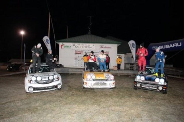 Subaru a raflé les trois marches du podium au rallye Tall Pines 2015; les gagnants, Sylvain Vincent et Simon Vincent, occupent la plus haute marche, Brandon Semenuk and John Hall ont terminé deuxièmes (à gauche) et Jeremy Norris et Jeff Hagan ont terminé troisièmes (à droite). © 2015 Rocket Rally Racing par Philip Ericksen/Radikal Videos. (Groupe CNW/Subaru Canada Inc.)