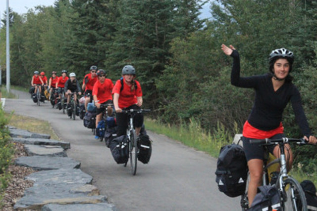 Kerry Maguire leads a TWV trip through Canmore, Alberta (CNW Group/Two Wheel View)