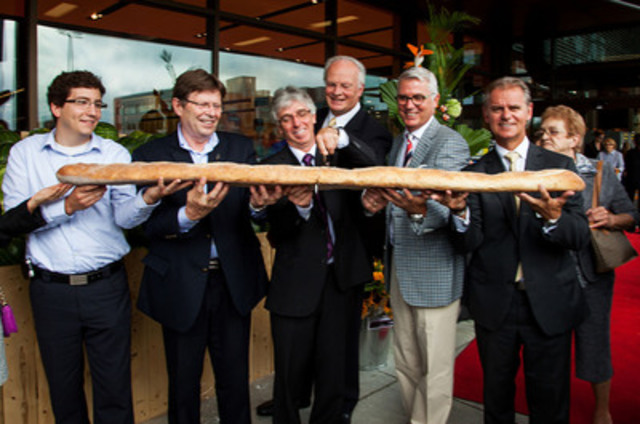 Baguette cutting in Sherbrooke at the official inauguration of the first Provigo Le Marché banner store in Quebec. On the picture: Guy Turcotte, Provigo Le Marché Sherbrooke Store Manager, accompanied by Provigo, member of the Loblaw group management and local elected representatives. (CNW Group/Loblaw Companies Limited)