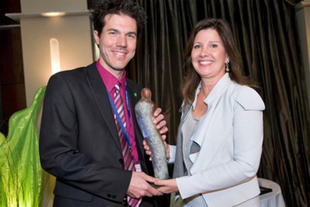 M. Simon Lessard, récipiendaire du prix Innovation (Groupe CNW/ORDRE DES PHARMACIENS DU QUEBEC)