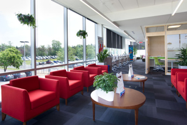 Pfizer Canada common areas and flexible workspaces (CNW Group/PFIZER CANADA INC.)
