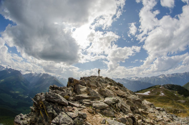 Taking a breath on a mountain top. Credit: Stephanie Wong/B.C. (CNW Group/Canadian Tourism Commission)