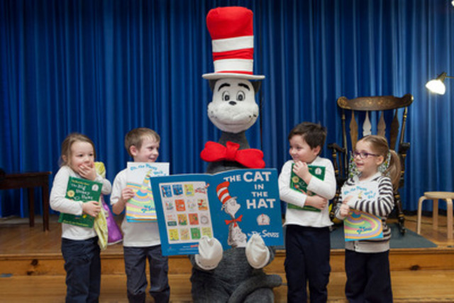 Students at Verdun Elementary with the Cat in the Hat - From L to R: Olivia Dezan, Matthew Moreau, The Cat in the Hat, Matthew Mott and Ava Kennedy. (CNW Group/Indigo Books & Music Inc.)