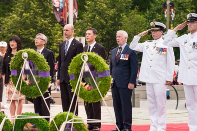 Le ministre Steven Blaney a rendu hommage aux vétérans de la guerre de Corée lors d'une cérémonie au Monument national de la guerre présidée par Son Excellence le très honorable David Johnston, gouverneur général du Canada. (Groupe CNW/Anciens Combattants Canada)