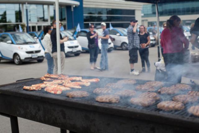 Le défilé smart pour le festival WorldPride s'est terminé par un dîner barbecue en l'honneur des festivités qui auront lieu du 20 au 29 juin (Groupe CNW/smart Canada)