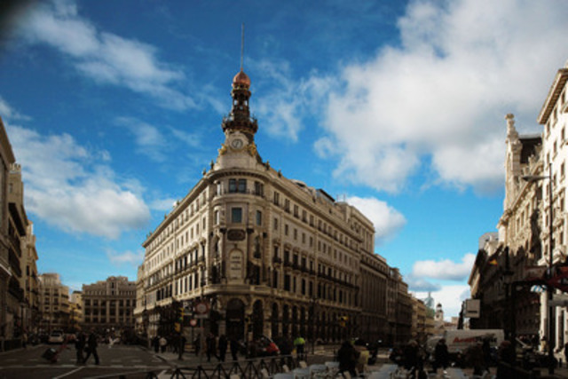 The new Four Seasons will be housed in the series of heritage buildings comprising the Canalejas complex, adjacent to the Puerta del Sol and an easy walk to Madrid's major landmarks and city centre. (CNW Group/Four Seasons)