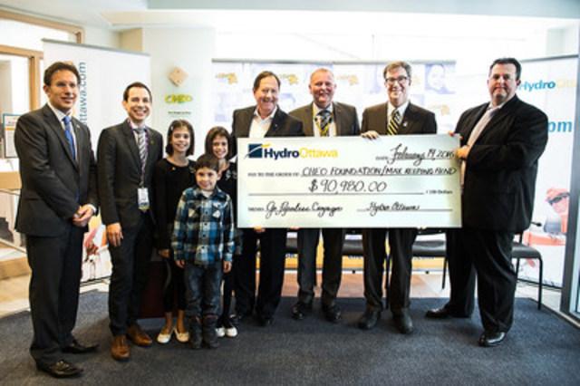 CHEO a accueilli les dirigeants d'Hydro Ottawa ce matin alors qu'ils ont versé la somme de 90 980 $ au Fonds Max Keeping pour les enfants du CHEO (Groupe CNW/Société de portefeuille d'Hydro Ottawa inc.)