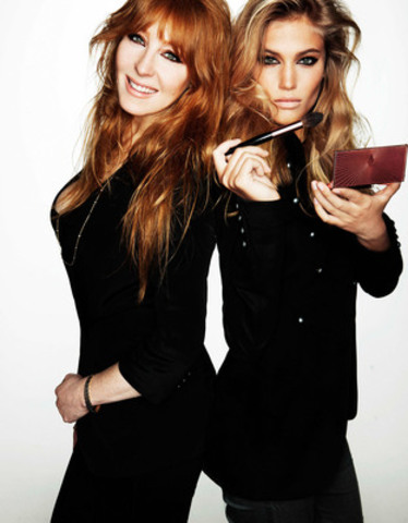 Number One Make-Up Artist, Charlotte Tilbury and model, Sonya Gorelova (CNW Group/Faulhaber Communications)