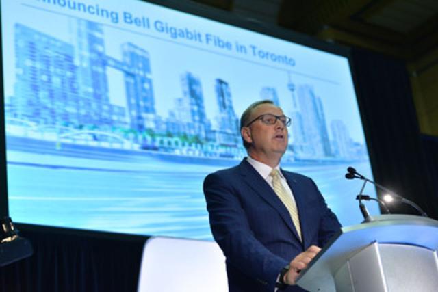 Le chef de la direction de Bell, George Cope, et le maire John Tory ont annoncé aujourd'hui le déploiement auprès des consommateurs de Toronto de Fibe gigabit de Bell - le service Internet le plus rapide. George Cope, président et chef de la direction de Bell Canada et de BCE Inc. (Groupe CNW/Bell Canada)