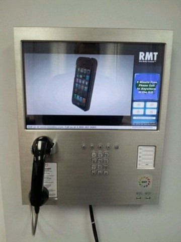 Kiosk with Stealth Antenna Installed (CNW Group/iSIGN Media Corp)