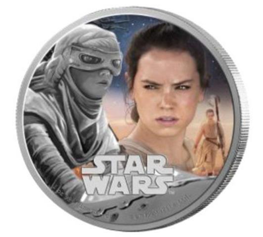 Rey, un nouveau personnage de Star Wars venant de la planète déserte Jakku figure sur cette pièce en argent pur en couleur. (Groupe CNW/Banque Canadienne Impériale de Commerce)
