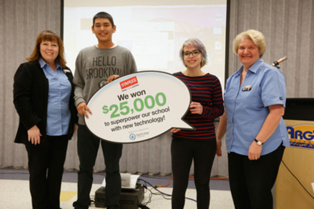 Zachary Mayham and Montana MacLeod, students of Argyle Alternative High School, receive news from Staples store manager Mary Ray that they won $25,000 worth of new technology from Staples Canada. (The Canadian Press Images) (CNW Group/Staples Canada Inc.)