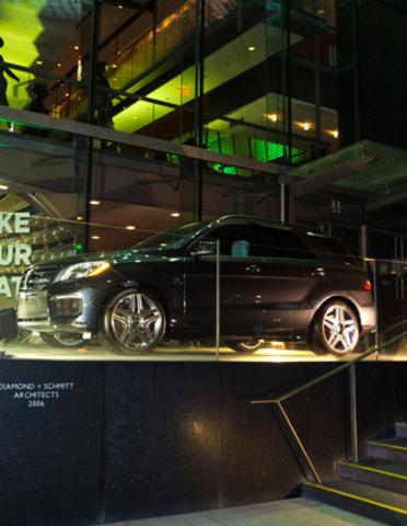 Mercedes-Benz Canada a le plaisir d'annoncer qu'elle est maintenant le commanditaire automobile officiel de la Compagnie d'opéra canadienne (COC). Dans le cadre de ce nouveau partenariat, des véhicules seront exposés de façon proéminente dans le célèbre Four Seasons Centre for the Performing Arts au centre-ville de Toronto, et la marque bénéficiera d'une grande visibilité auprès des nombreux fidèles clients et passionnés d'opéra à travers une variété d'opportunités uniques. (Groupe CNW/Mercedes-Benz Canada Inc.)