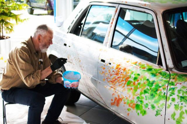 Mercedes-Benz Canada a aujourd'hui annoncé que la compagnie allait entreprendre une initiative unique et créative avec le peintre réaliste canadien Tom Forrestall, artiste très respecté et de renommée mondiale. (Groupe CNW/Mercedes-Benz Canada Inc.)