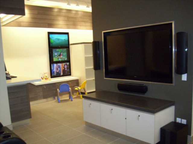 Eastlink's family friendly environment in the new retail stores. (CNW Group/EASTLINK)