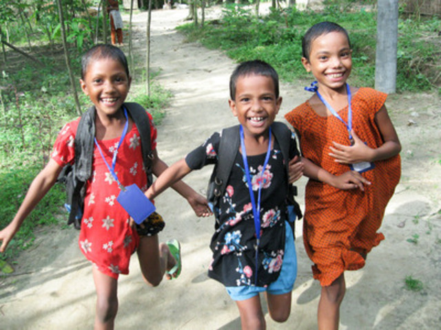 Running for change. (L to R) Sponsored children Sima, Humu and Hena are just three of the happy kids worldwide who benefit from funds raised through World Vision. (CNW Group/World Vision Canada)