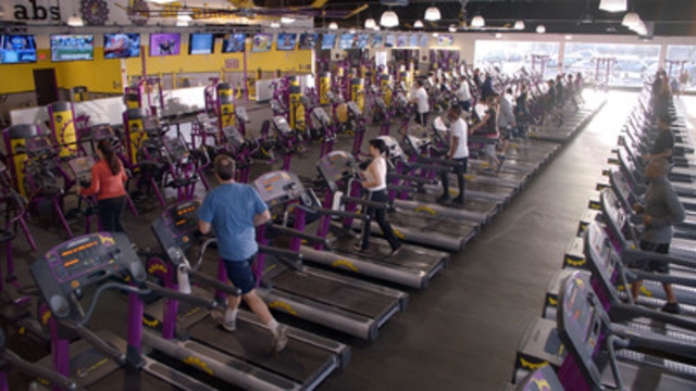 "Planet Fitness announced today the opening of its 1,000th club in Washington, DC. In honour of this milestone, Planet Fitness is welcoming Canadians to experience a  ""Free Day of Fitness"" on June 11 at either GTA club, allowing anyone to experience a free, non-intimidating workout with no commitment. (CNW Group/Planet Fitness)"
