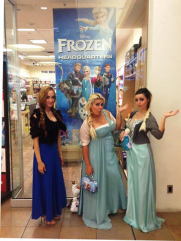 Showcase employees at Fairview Mall in Toronto get into the spirit and into costume to celebrate the Frozen mega-trend. (CNW Group/Showcase Canada)