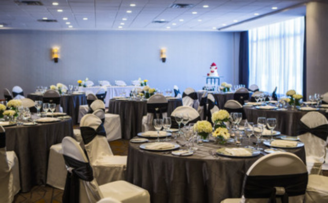 The Calgary Marriott Downtown's newly expanded space provides a neutral palate for weddings or social events and also provides natural light and access to an exclusive rooftop patio. (CNW Group/Marriott Hotels & Resorts Canada)