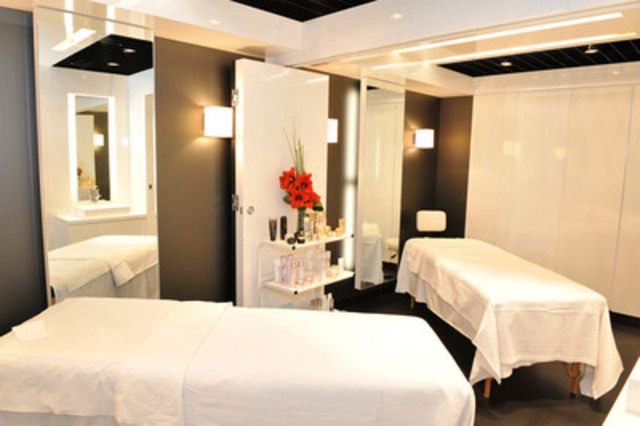 Shiseido's state-of-the-art Cabine, a luxurious private space where customers can receive complimentary services like facial treatments and massages. The Bay Queen Street's Cabine can be divided into two private consultation rooms, the only Shiseido counter in the world currently equipped with this feature. (CNW Group/Shiseido Canada Inc.)