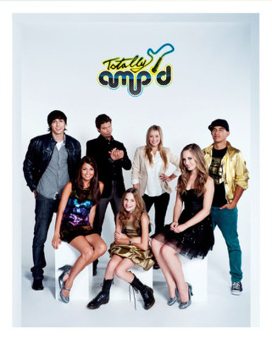 "Standing, l to r: Brock Morgan (""Tyler""), James A. Woods (""Archie""), Ashley Leggat (""Zoe""), Demetrius Joyette (""Brando"") and sitting, l to r, Cristine Prosperi (""Aria""), Camden Angelis (""Lexi"") and Amanda Thomson (""Madison"") star in Totally Amp'd, the first original mobile App series for kids, launching on January 26, 2012 via the Apple App store. (CNW Group/Shaftesbury)"