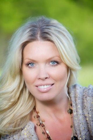 Crystal Andrus - Best-selling Author (CNW Group/Crystal Andrus Productions)