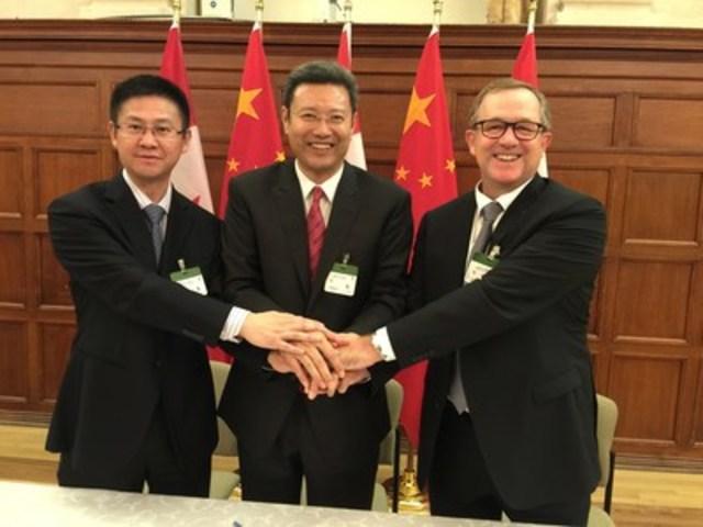 De gauche à droite : Huagang Li, vice-président, Shanghai Electric, Qian Zhimin, président, China National Nuclear Corporation, Sandy Taylor, président, Énergie, SNC-Lavalin (Groupe CNW/SNC-Lavalin)